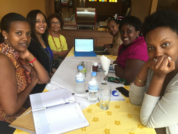 During the PEACE THROUGH BUSINESS® delegation trip to Rwanda in March 2016, volunteer Royalyn Reid, Dallas entrepreneur, worked with the Rwanda PEACE THROUGH BUSINESS® Alumnae Association on strategic planning and organizing. From Left: Lilian Uwukuri, Royalyn Reid, Billye Reyes, Chantal Munanayire, Lyliose Nduhungirehe and Sonia Ntukanyagwe. – March 2016, Kigali